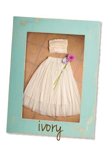2位のふわふわのスカートが人気の衣装