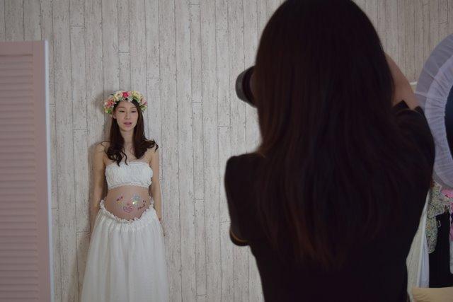 マタニティフォトスタジオ選び女性カメラマン