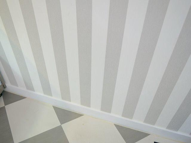 お店の壁と床