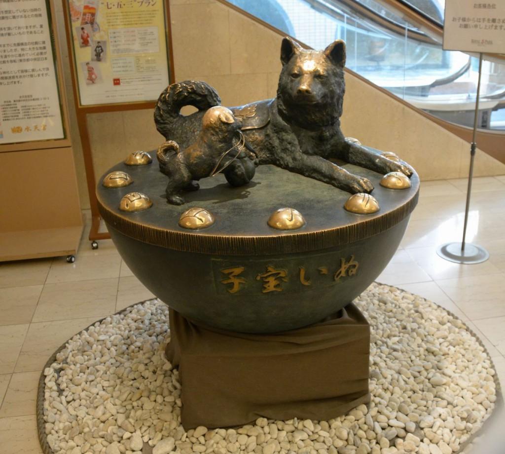 全国的に有名な水天宮のお犬様