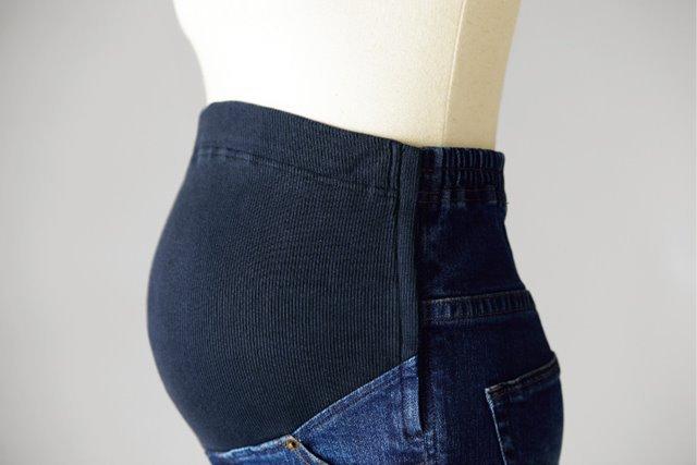 マタニティフォトのP・パンツお腹にフィット後ろ姿がきれい見える画像
