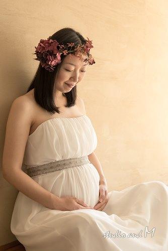 シンプルなボルドーなシンプルなマタニティフォト衣装の花冠