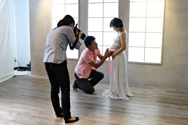 マタニティフォトの撮影は女性カメラマン