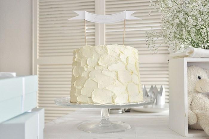 ベビーシャワーのメレンゲケーキ